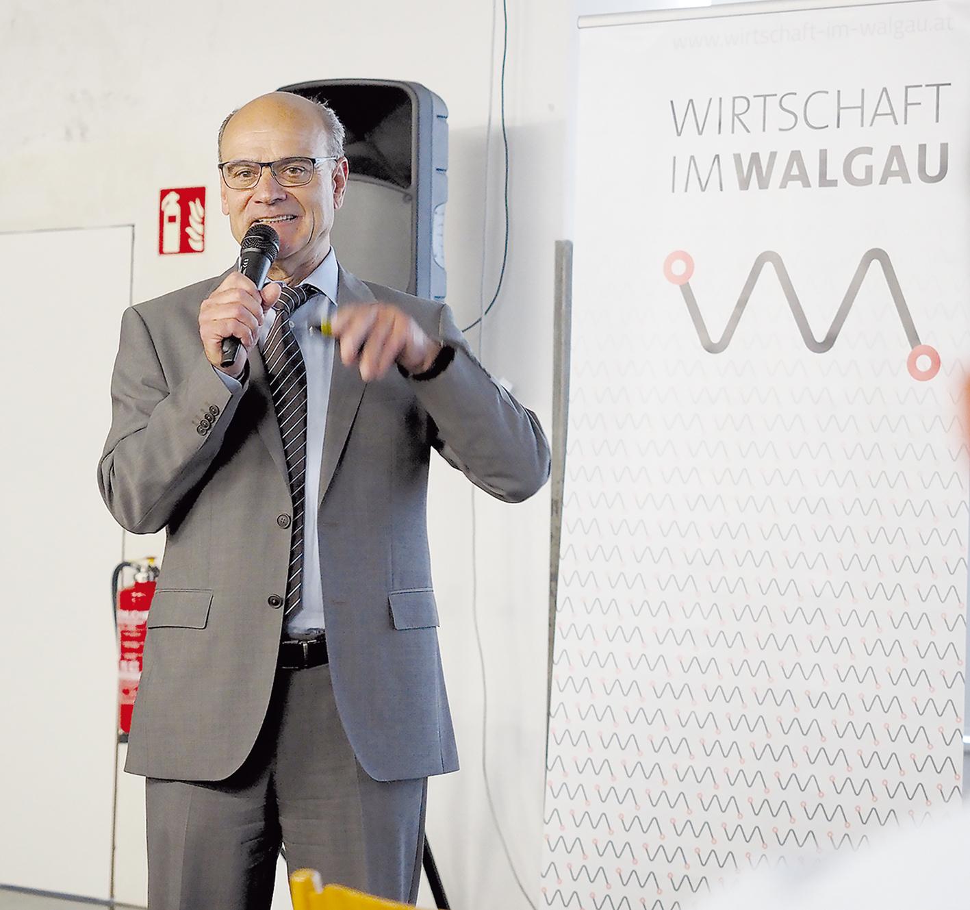 Der Vorarlberger Ingenieur Ing. Josef Kilga ist Kenner der Automobilindustrie weltweit und überzeugt von der Zukunft des Elektroautos.
