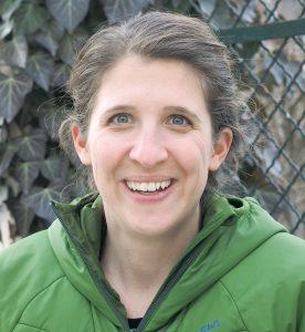 Zoologin Mag. Marlies Sperandio ist als Naturschutzbeauftragte bei der Bezirkshauptmannschaft Bludenz beschäftigt. Schon für ihre Diplomarbeit an der Uni Wien hat sie sich speziell mit Vögeln beschäftigt. Sie engagiert sich beruflich und privat für den Naturschutz.