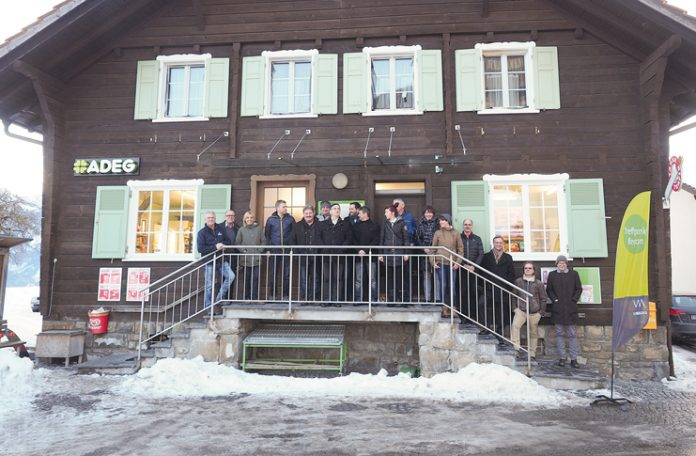Am Beispiel Dorfladen Düns informierten sich die Gemeindepolitiker über das Thema Nahversorgung.
