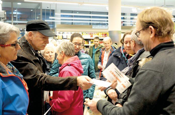 50 Gewinner von regionalen Produkten fanden sich im Spar-Markt in Thüringen ein.