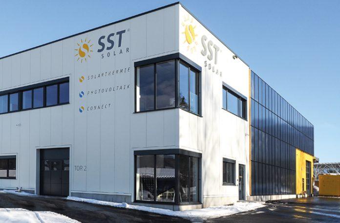 Im Dezember des Vorjahres bezog Gründer und Geschäftsführer Renan Sen - nach nur sechs Monaten Bauzeit - sein neues Firmengebäude in Nenzing-Galina. Er und seine mittlerweile 17 MitarbeiterInnen finden hier optimale Produktions- bedingungen vor.