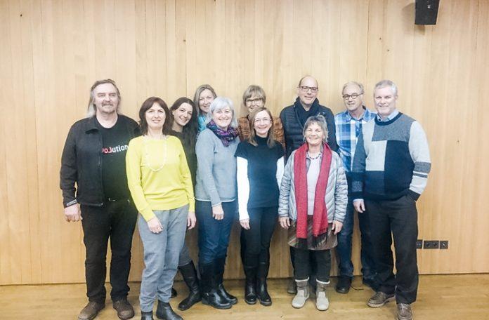 Im Verein BLEIBE haben sich Menschen zusammengefunden, die sich für asylberechtigte Familien engagieren möchten.
