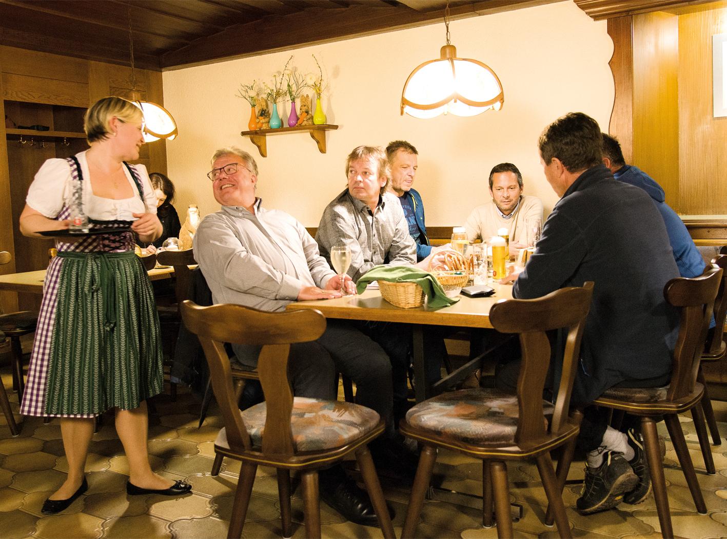 Das Gasthaus Riedmiller ist jeden Montag, Dienstag, Donnerstag, Freitag und Samstag jeweils von 10 bis 13 Uhr sowie von 16 bis 24 Uhr geöffnet.