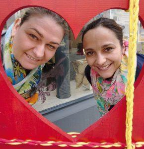 Auch die Mitarbeiterinnen der Firma Neuroth Hörgeräte, Melanie Schaer und Sonja Idlhammer, sind immer dabei, wenn es in der Mühlgasse etwas zu organisieren oder zu basteln gibt.